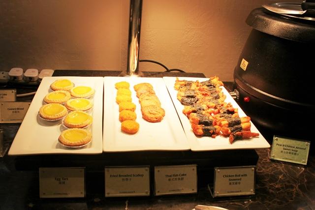 エッグタルト、揚げ貝柱、タイ風さつま揚げ、鶏肉