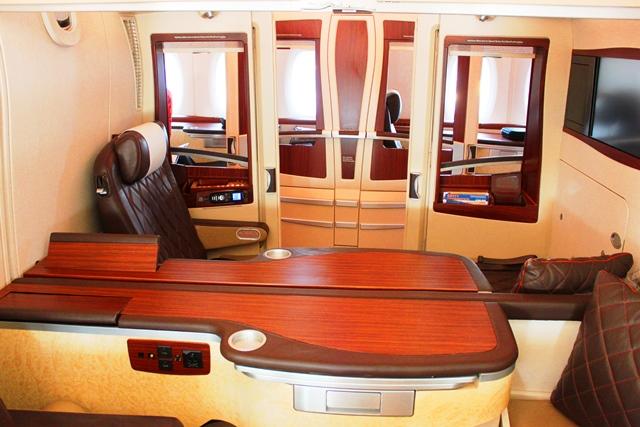 シンガポール航空 ファーストクラス:真ん中の2席はダブルベッドになります